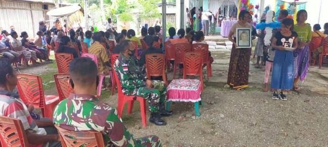 Prajurit Satgas Pamtas Pos Silawan Turut Hadiri dan Bantu Proses Pemakaman Warga Perbatasan