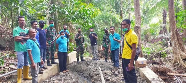 Peduli Lingkungan, TNI bersama PDAM dan Warga Laksanakan Tanam Pohon di Dusun Wabenahi