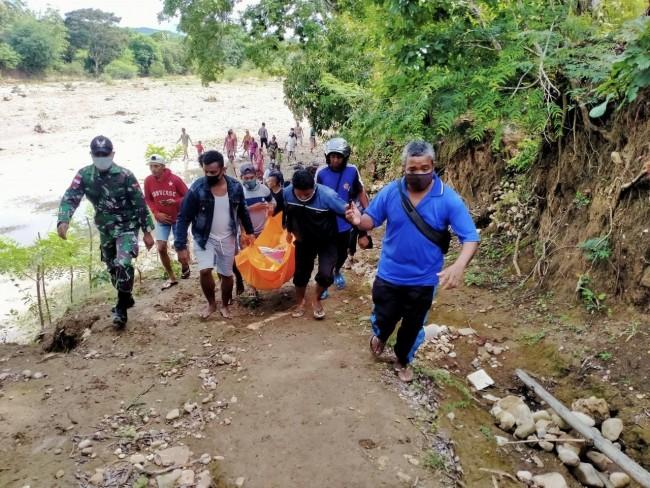 TNI dan Warga Temukan Sosok Mayat Pria di Tepi Sungai Talikabas Desa Sadi