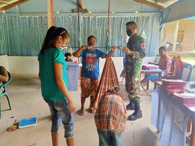 Wujudkan Masyarakat Sehat, Satgas Yonif RK 744/SYB Motivasi Masyarakat Aktif Posyandu