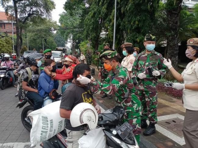 Kodim 1611/Badung Sebar 1.300 Masker