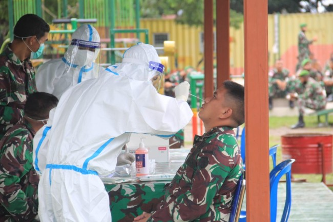 Danyonif 742/SWY Pastikan Personel Satgas Pamtas Yonif 742 Bebas Covid-19