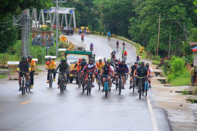 HUT Ke-60 Korem 161/WS, Dansatgas Yonif RK 744/SYB Fun Bike Bersama Dandim dan Kapolres Belu