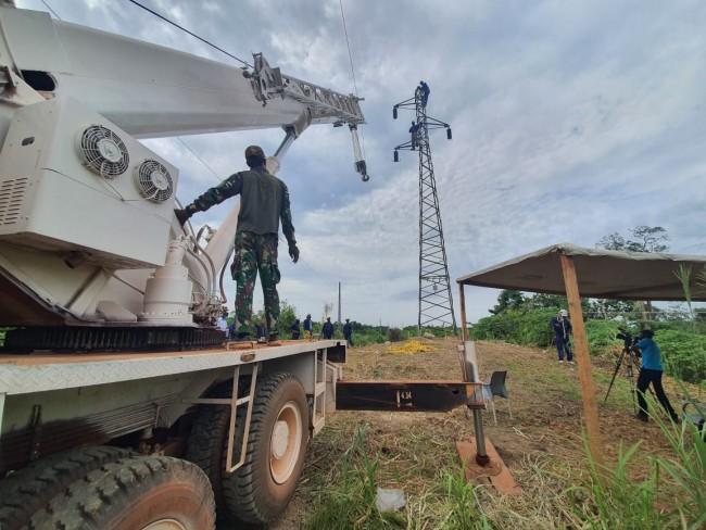 Ambruk Akibat Hujan Deras, Satgas Kizi XXXVII-G MINUSCA CAR Perbaiki Tower Listrik di Bangui, Afrika