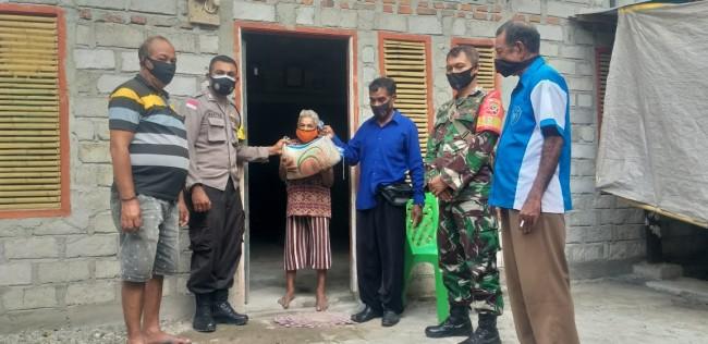 Door to Door, Babinsa dan Bhabinkamtibmas Bagikan Beras