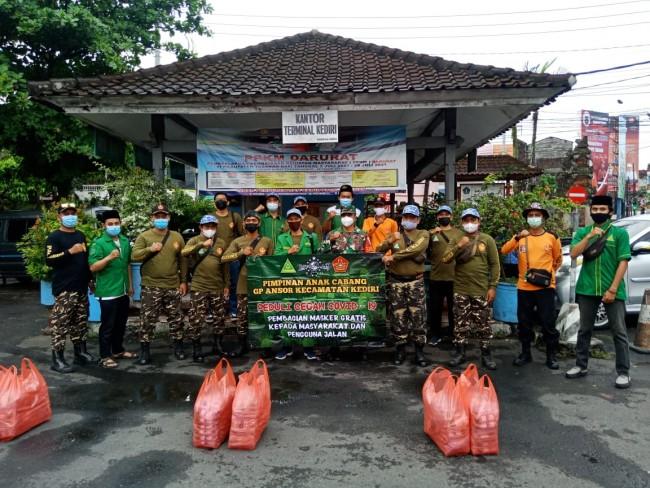 Babinsa Banjar Anyar Tabanan Dukung Pembagian Masker dan Hand Sanitizer