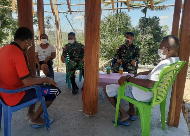 Personel Satgas di Perbatasan RI-RDTL Sektor Timur Bangun Kebersamaan Dengan Anjangsana