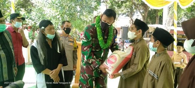 Kunjungi Ponpes Sunan Kali Mati, Danrem 162/WB Serahkan Bantuan Beras Untuk Santri