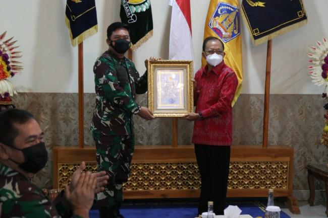 Pimpinan TNI Berikan Penghargaan Atas Keberhasilan Bali Terapkan PPKM Mikro