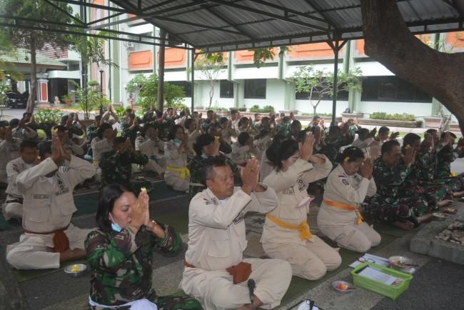 Jelang Peringatan HUT TNI ke 76, Kodam IX/Udayana Gelar Doa Bersama