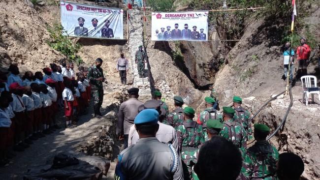 Kodim 1622/Alor Laksanakan Upacara HUT TNI ke 76 di Titik Pompa Hidram