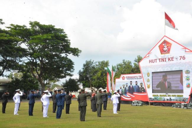 Forkopimda NTB Ikuti Upacara Peringatan HUT TNI ke-76 Secara Virtual di Lapangan Wira Bhakti