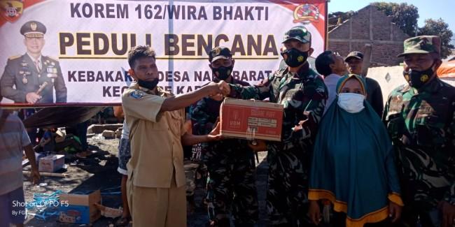 63 Rumah di Bima Dilalap Si Jago Merah, Korem 162/WB Salurkan Bantuan Sembako Kepada Korban