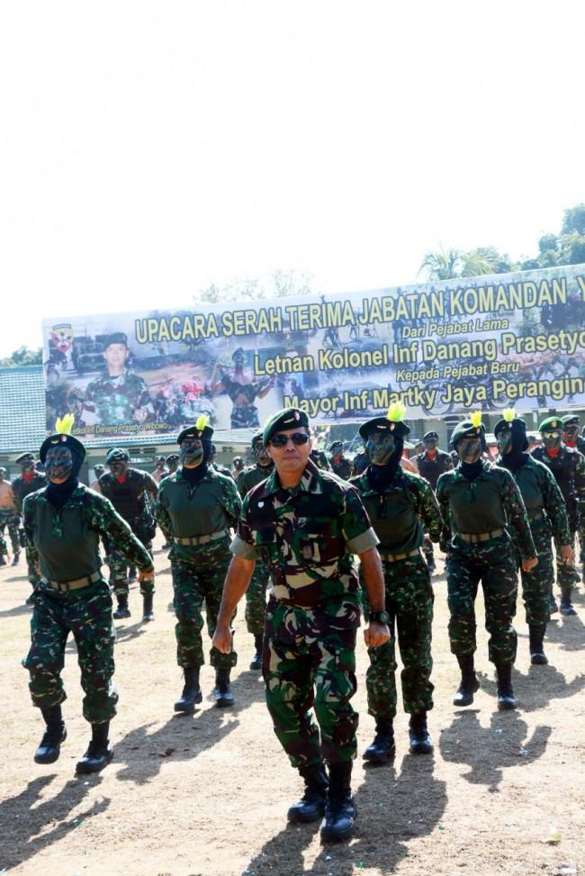 Kapendam IX/Udayana Saat Menghadiri Upacara Sertijab Danyonif Raider 900/SBW