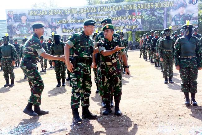Pangdam bersama Kapendam IX/Udayana pada Upacara Sertijab Danyonif Raider 900/SBW
